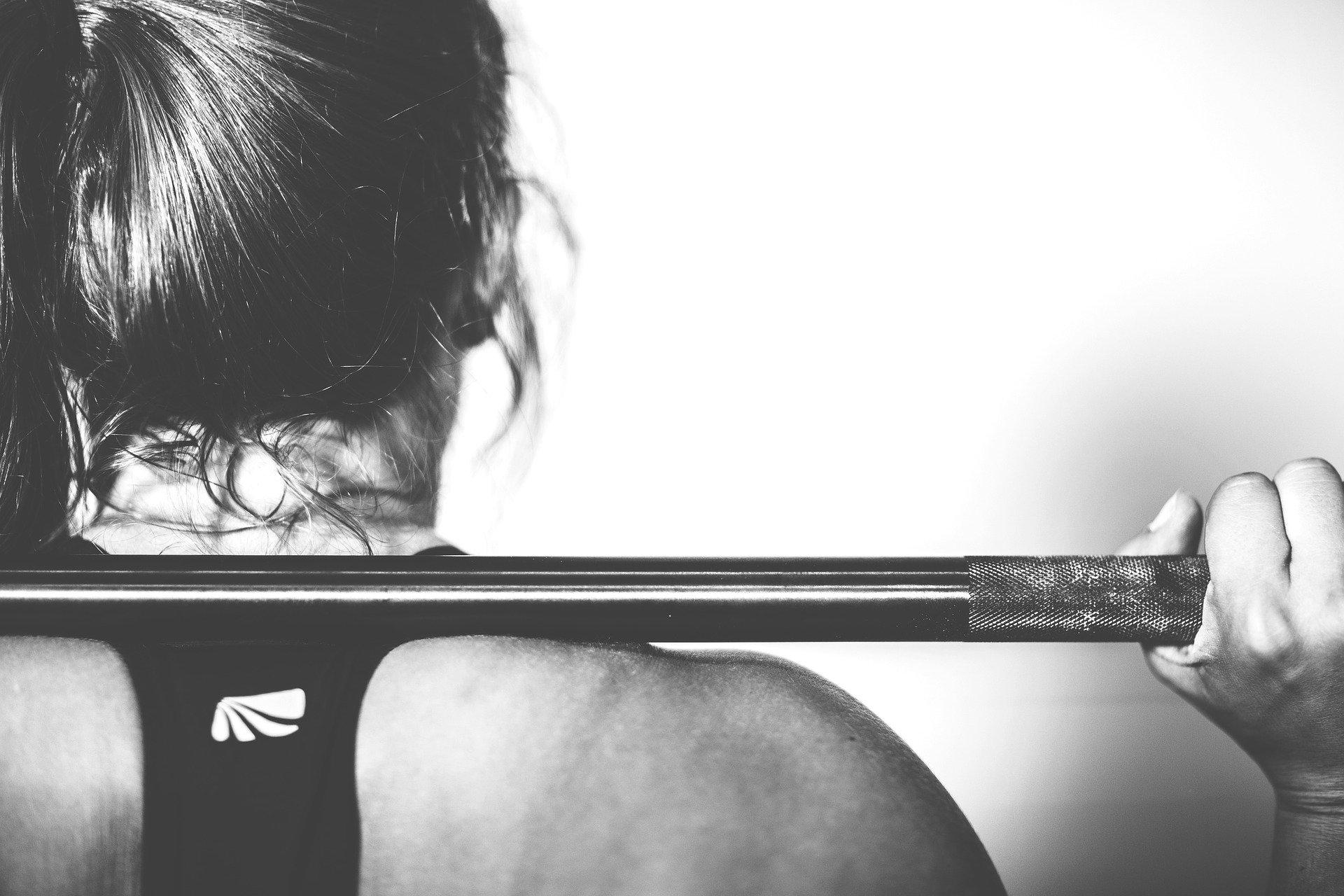 減量しながら筋肉はつけられる?【増量期と減量期】